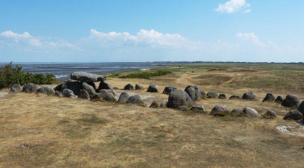 Sylt, Keitum, Harhoog, Stone Circle, Ditch