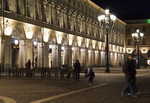 Place, Turin, Piazza San Carlo, Streetlights