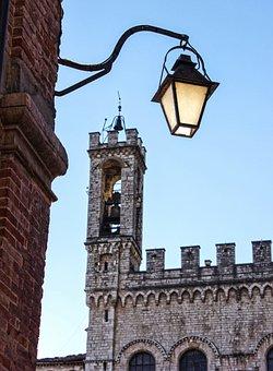 Lamppost, Torre, Gubbio, Historian