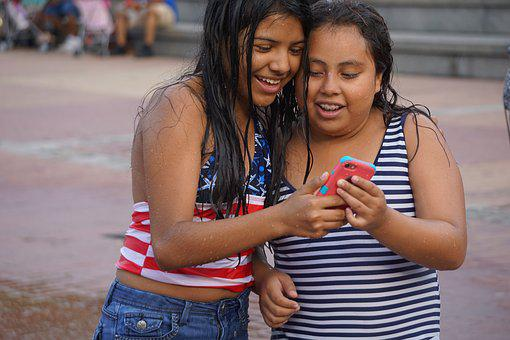 Cell Phone, Spanish, Playful, Happy, Girls