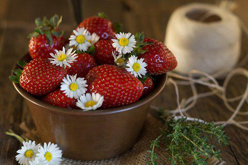 Strawberries, Daisies, Bellis Perennis, Summer, Color