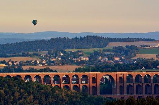 Viaduct Göltzschtalbrücke, Go Balloon, Evening