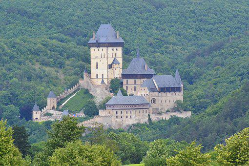 Karlstejn, Castle, The Walls Of The, Building