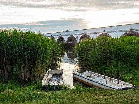 Nine-arch Bridge, Hungary, Hortobagy, Puszta, Boats