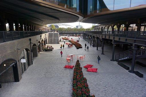 Pedestrians, Shops, Kings Cross, London, Shopping