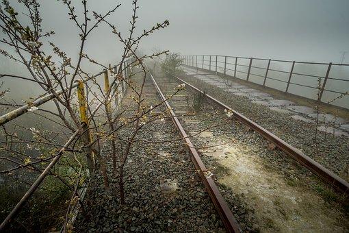 Abandoned, Railway Bridge, Castleford, Yorkshire, Train