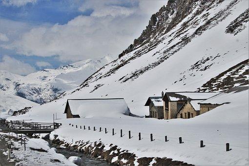 Mountains, Snow, Policemen, Buried, Steep
