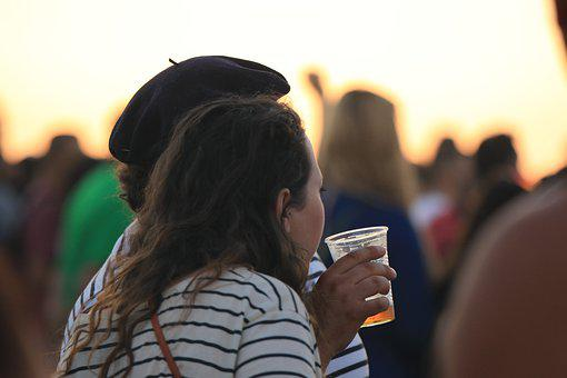 Woman, Man, Couple, Beer, Show, Crowd, People
