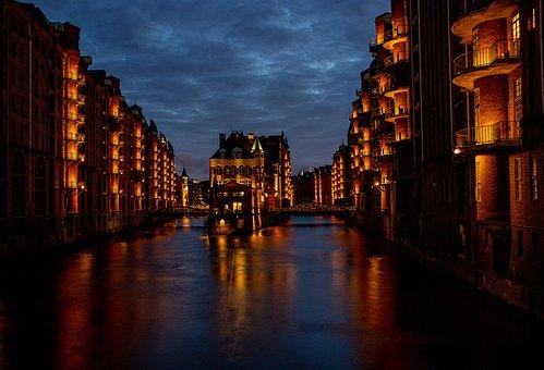 Wasserschlösschen, Hamburg, Speicherstadt, Night