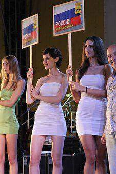 Performers Competition, Girls, Scene, Competition