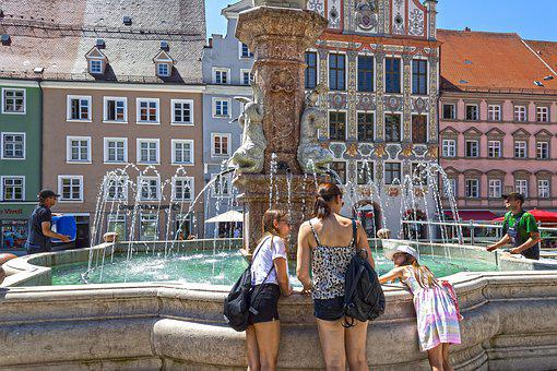 Fountain, Tourists, Mother, Daughters, Workers, Houses