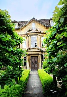 Input, Hedge, Manor House, House, Away, Facade, Garden