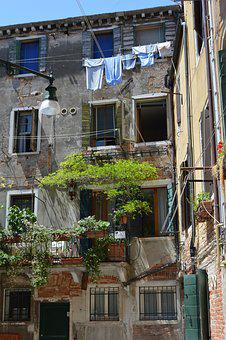 House, Street, Venice, Clothes, Old House, The Fringes