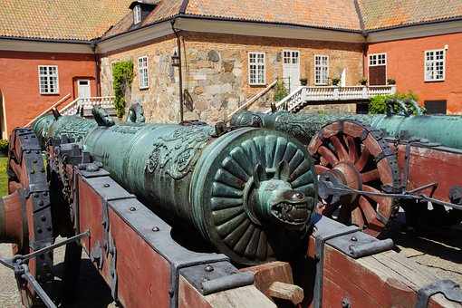 Courtyard, Schlosshof, Cannon, Historically, Old