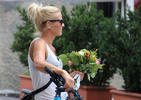 Blonde, Figure, Bike, Waiting, Bouquet, Hair, Nice, Ms