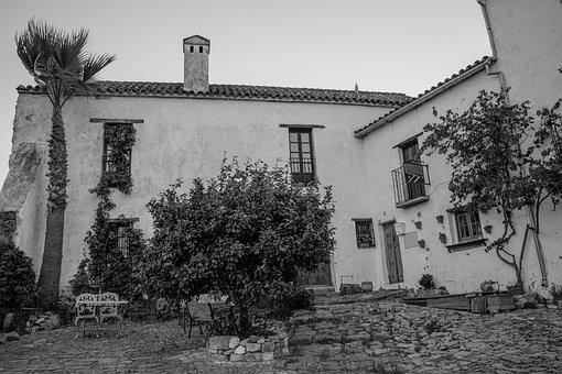 Castle, People, Rural, Plaza, Old, Bed And Breakfast