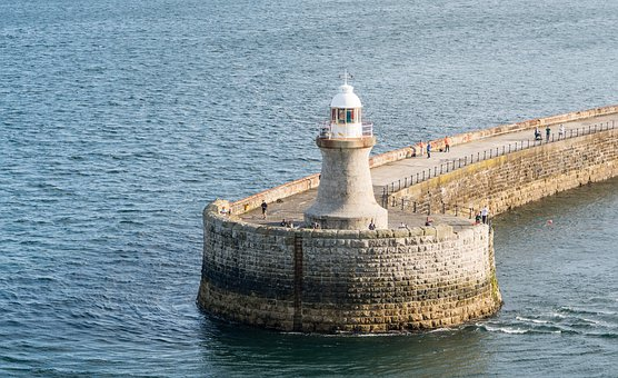 Tynemouth Lighthouse, Tyne Pier, North Sea, Landmark