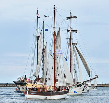 Tall Ship, Zweimaster, Three Masted, Group Exit, Day