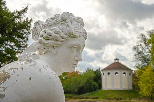 Sculpture, Kneeling Venus, Wörlitz Lake, Park Wörlitz