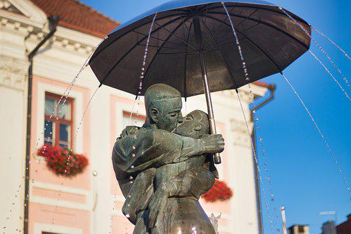 Tartu, Kiss, Estonia, Source, Couple, Umbrella, Statue