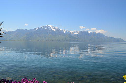 Switzerland, Montreux, Lake Geneva, Bank, View