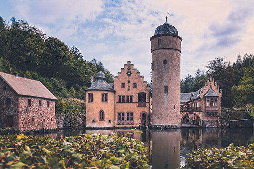 Moated Castle, Castle, Historically, Architecture