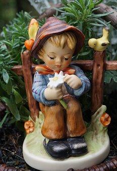 Hummel Figure, Goebel, Ceramic, Child, Loves Me, Flower