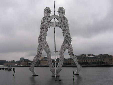 Molecule Man, Berlin, Spree
