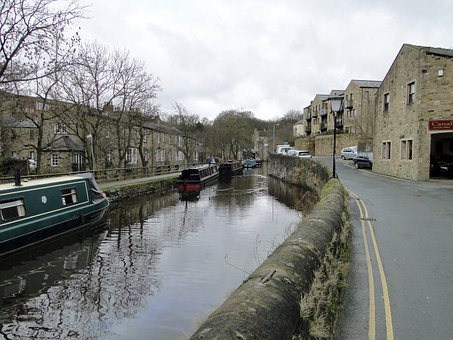 Channel, Water Running, Boats, Historically