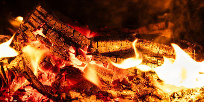 Fire, Campfire, Flame, Heat, Lights Up, Holzstapel