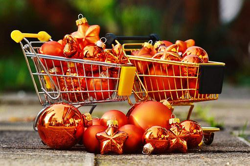 Christmas Shopping, Trolleys, Christbaumkugeln
