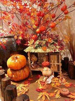 Autumn Leaves, Pumpkin, Miniatures, Thatch Roofed Hose