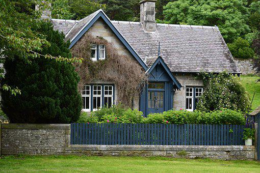 Cottage, Mid Hope Castle, June 2019 Scotland, Daylight