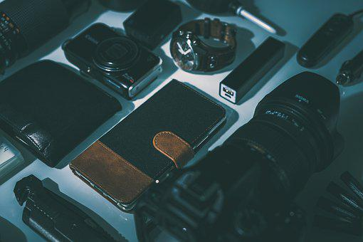 Smartphone, Wallet, Knife, Powerbank, Camera, Dslr
