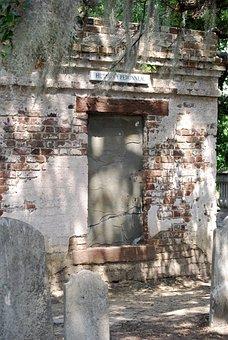 Hutson-peronneau Vault, Old Charleston