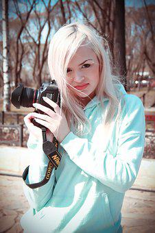 A Girl With A Camera, The Blonde Photographer, Shooting