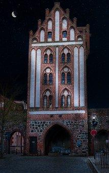 City View, Berliner Tor, Rampart, Night, Historically
