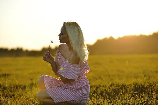 Summer, Sunny, Blonde In The Field, Wondering