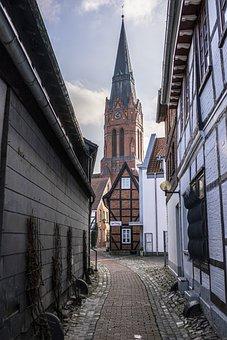 Nienburg, Weser, Church, Alley, Steeple, Fachwerkhäuser