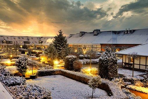 Shopping Plaza, Winter, Garbsen
