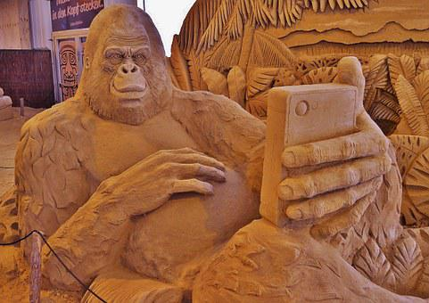 Sand Sculpture, Monkey Selfi, Gorilla, Mobile Phone