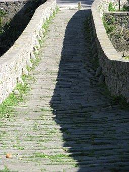 Bridge, Tuscany, Historically, River