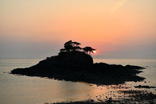 Sol Island, Dragon, Woman Of The Week