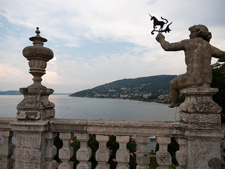 Northern Italy, Lake Maggiore, Isola Bella, Statue