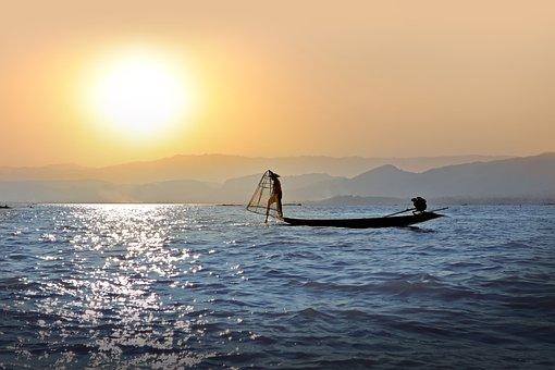 Fisherman, Single-leg-rower, Sunset, Lake Inle, Burma
