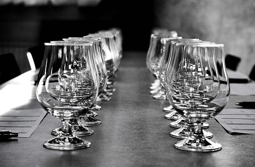 Glas, Black And White, Reflection, Table