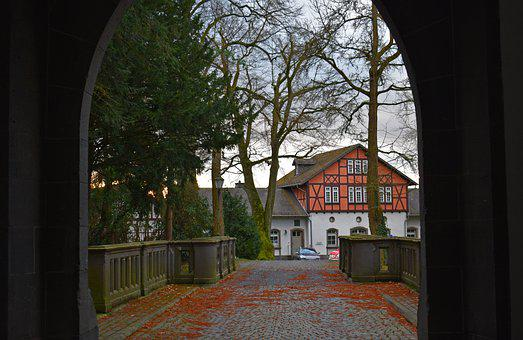 Traditional German House, Hidden House