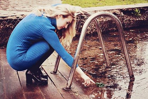 Girl, Frog, Pond, Horizontal Bar, Dress, Shoes, Hand