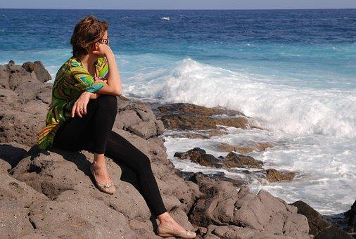 Woman Who Thinks, Sea, Solitude