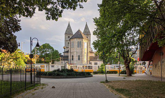 Budapest, Saint Margaret, Church, Tram